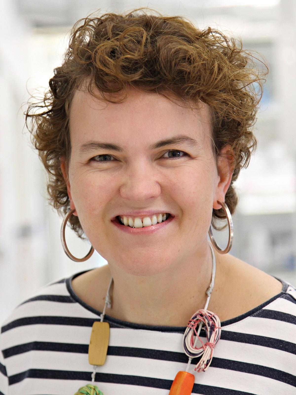 Dr. Marieke Essers