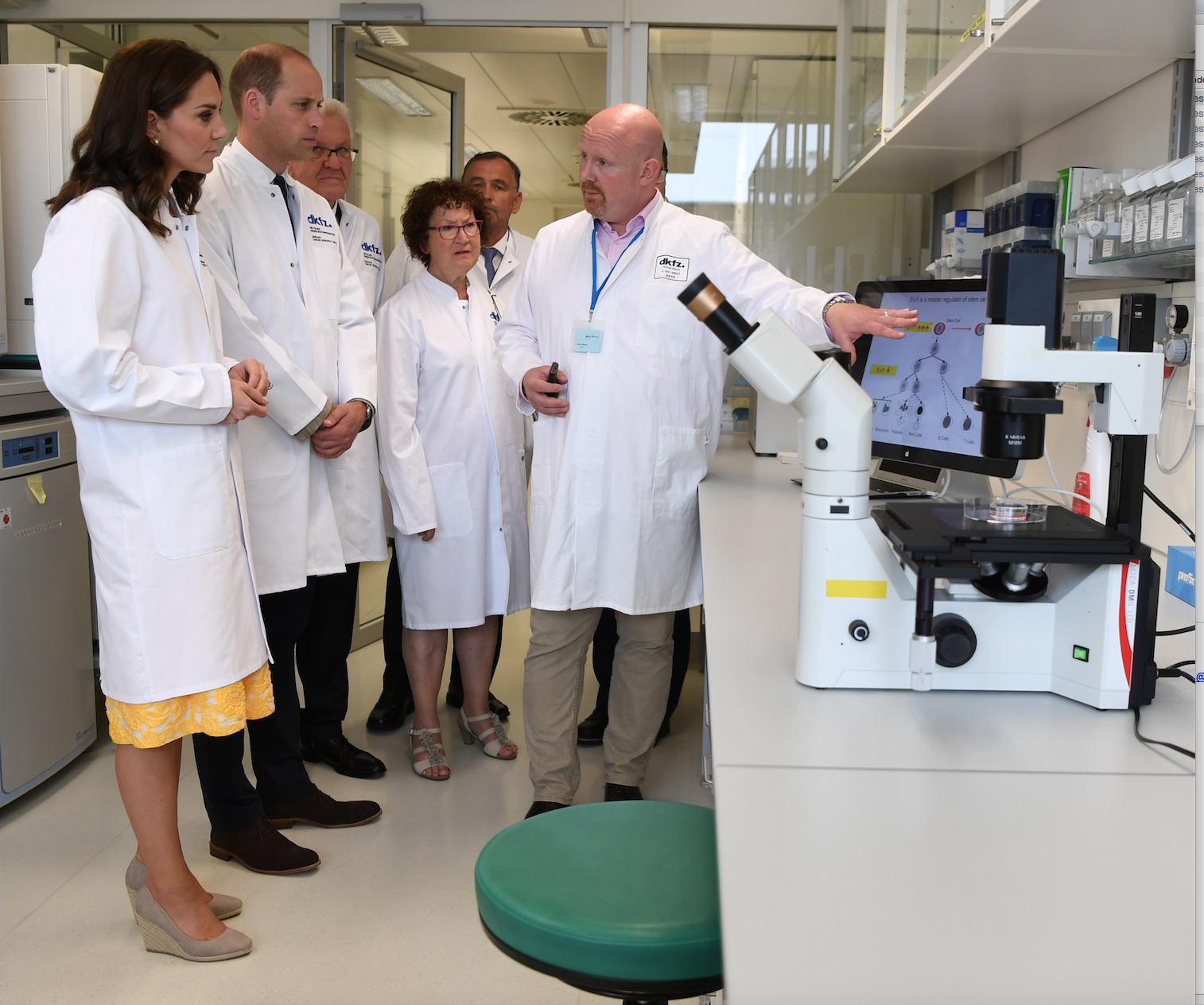 Royal Visit Lab Picture1